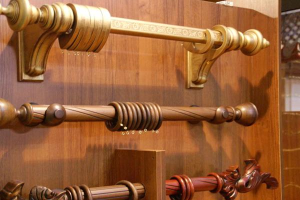 Карнизы для окон и штор, деревянные