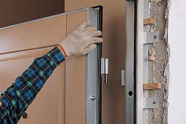 Выбираем уплотнитель для входных металлических дверей